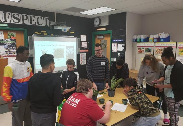 Graduate student works with middle school students.