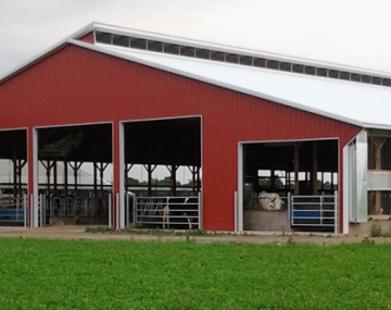 a red dairy barn